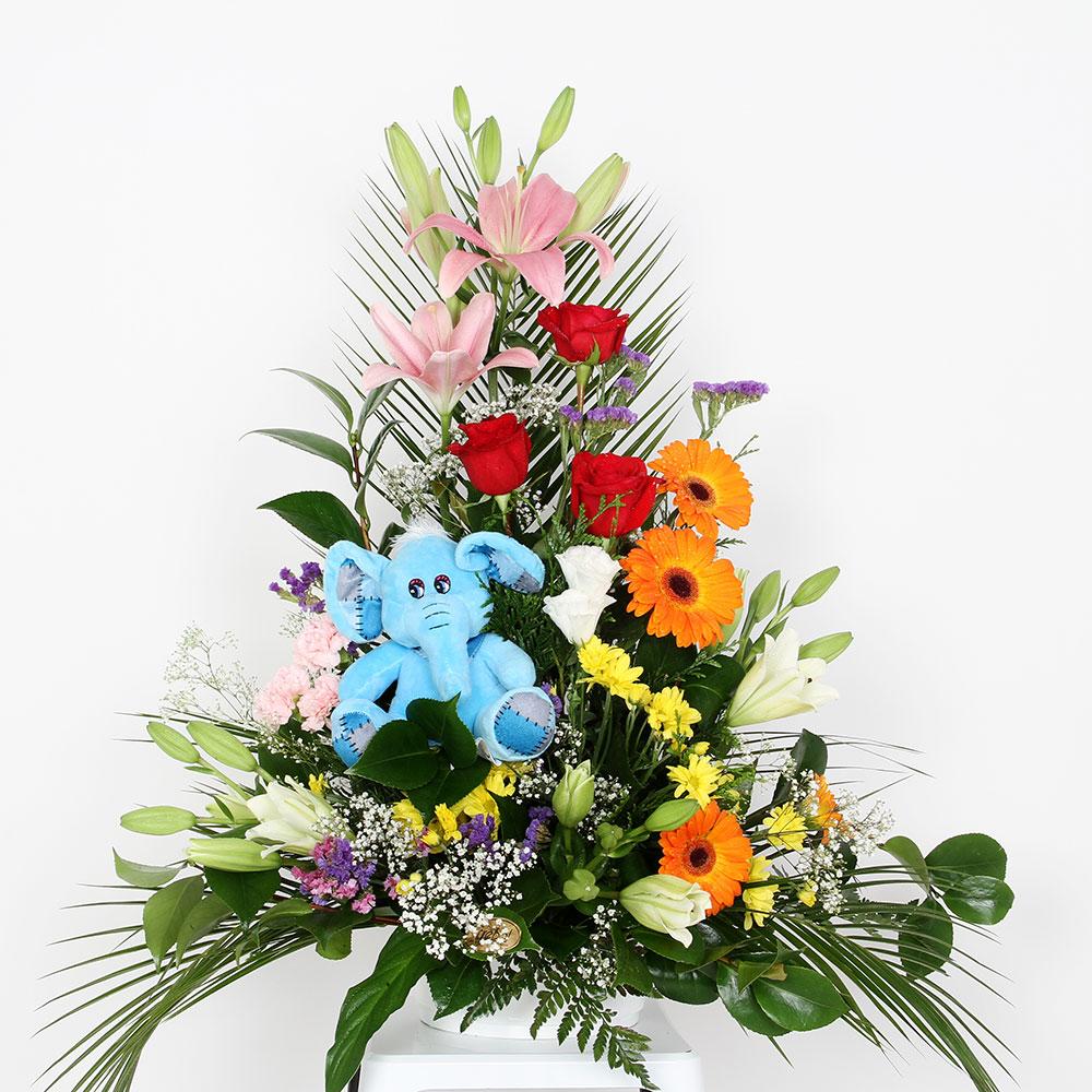 Centro variado multicolor con muñeco | Trébol Floristas